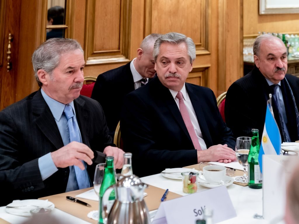 Außenminister Solá, Präsident Fernández und Botschafter Villagra Delgado